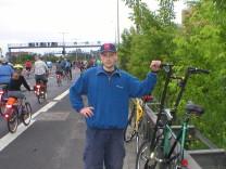 Fahrradfahrer auf der Autobahn bei der Sternfahrt 2010 in Berlin